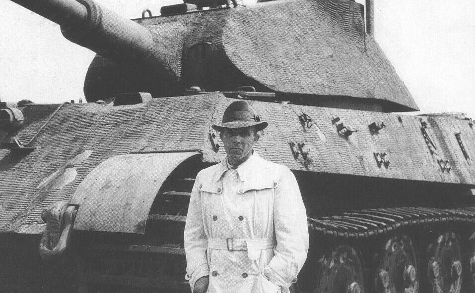 Arnoldt Kurt in front of a Tiger II at Haustenbeck