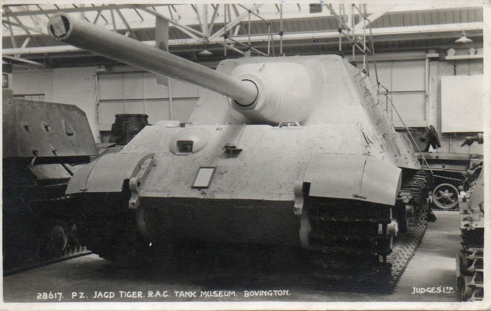 Jagdtiger 305004 with handrails