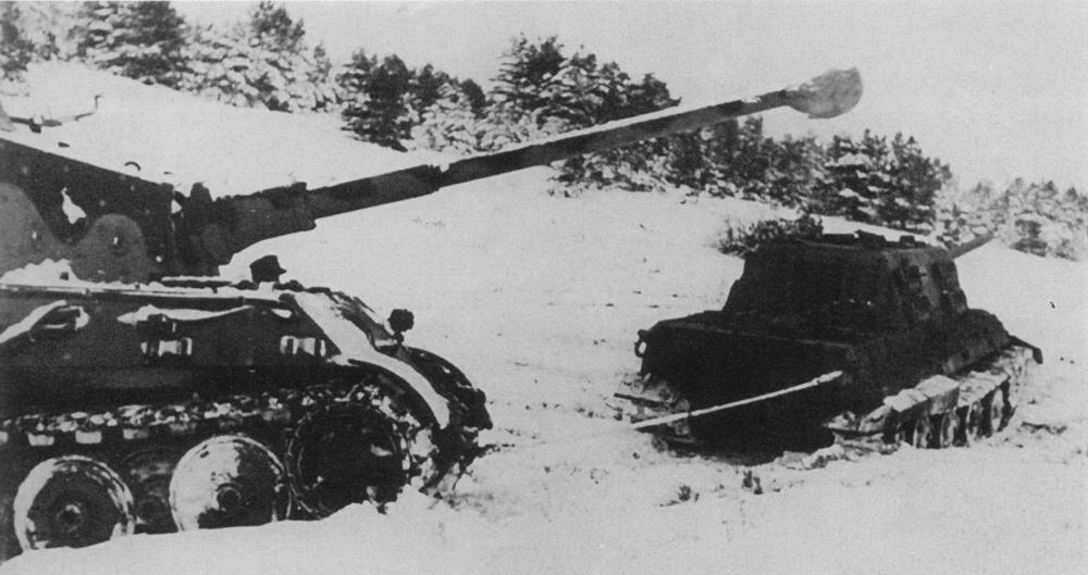 Jagdtiger towing Tiger II 280356