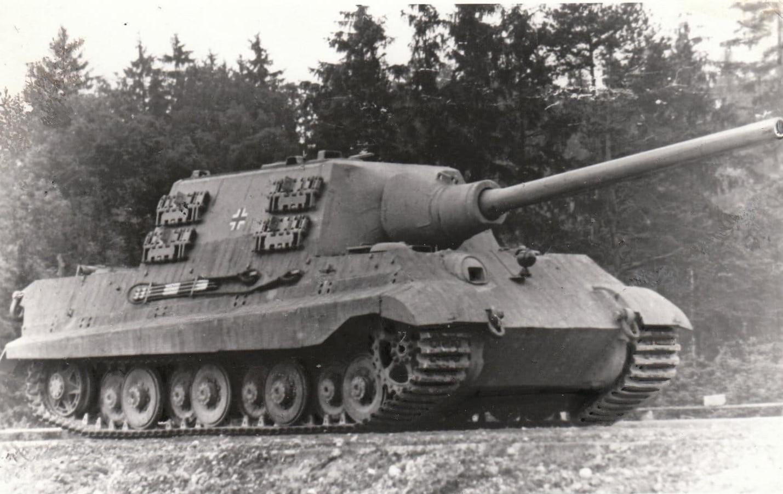 schwerer Panzer auf Gro foto