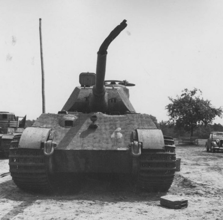 BU 8018 The Royal Tiger tank
