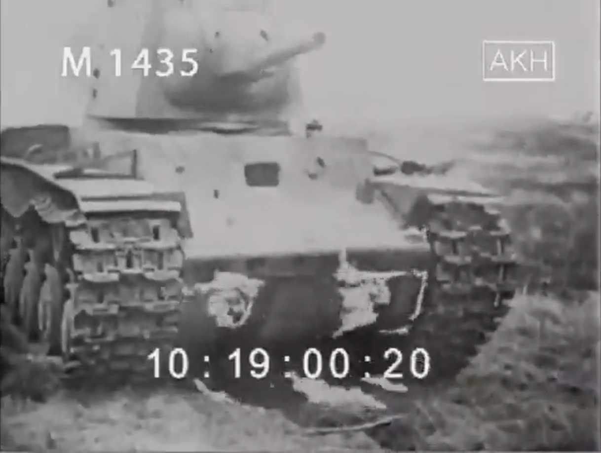 KV 1 during demonstration April 1944 2