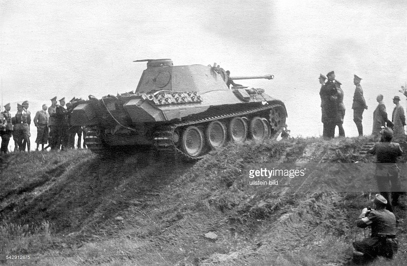 3 Panther overcomes obstacle Hillersleben 6 1943