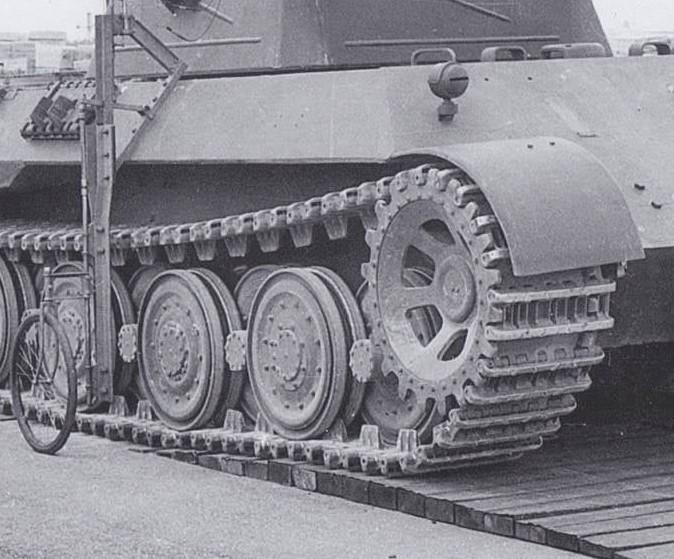 Panther V1 Marzfeld Wellenbahn 1943 6 29 Track close up