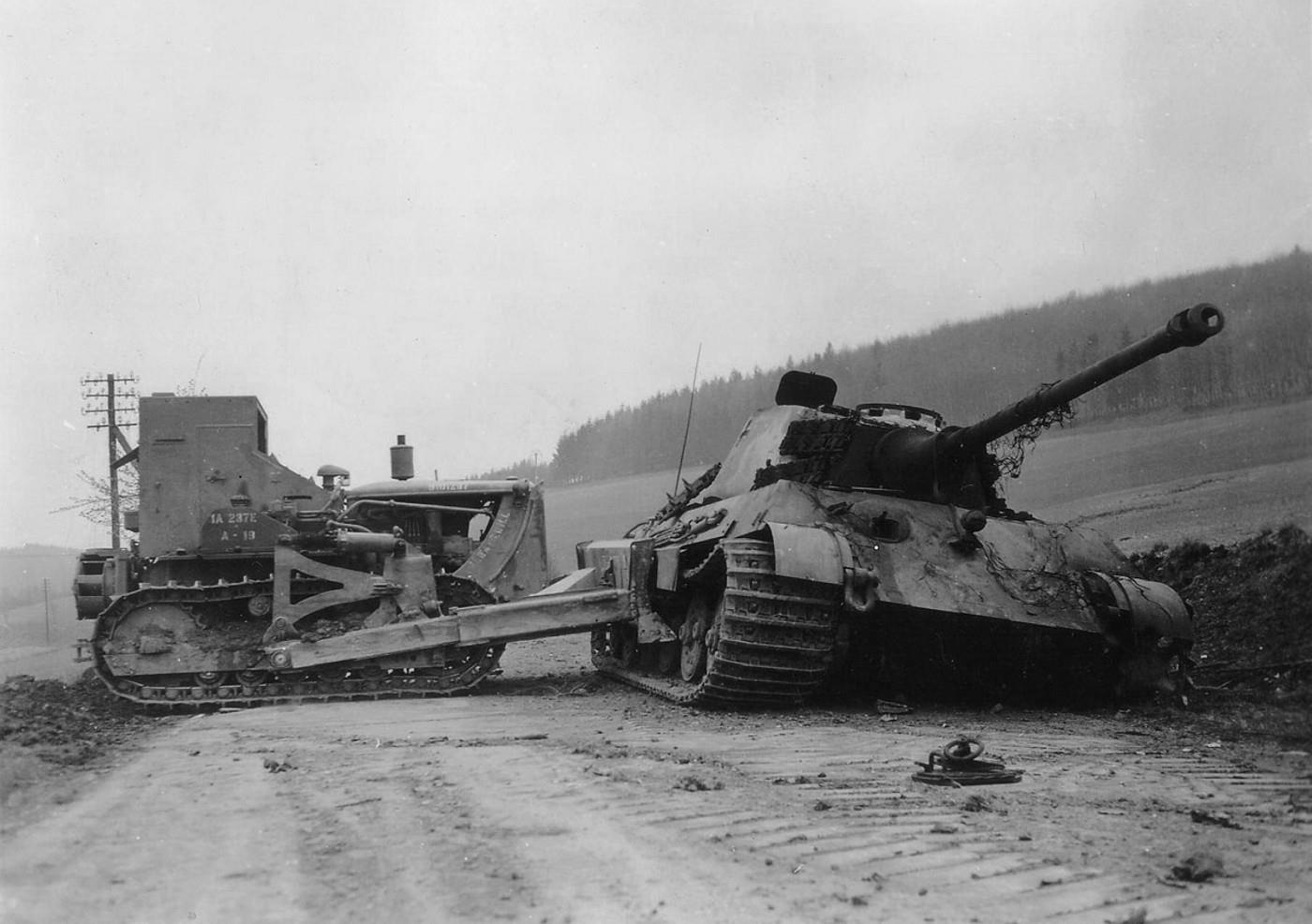 Tiger II sPzAbt 507 Harset 1945 03