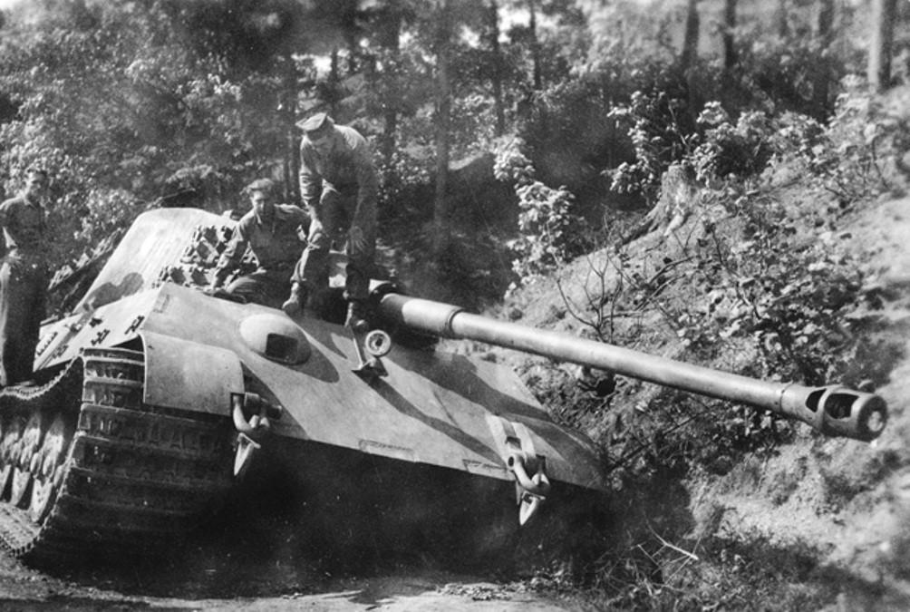 Tiger II sPzAbt 507 Schierke 1945 04